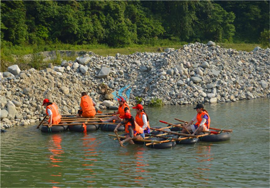 北京拓展训练项目—扎筏泅渡