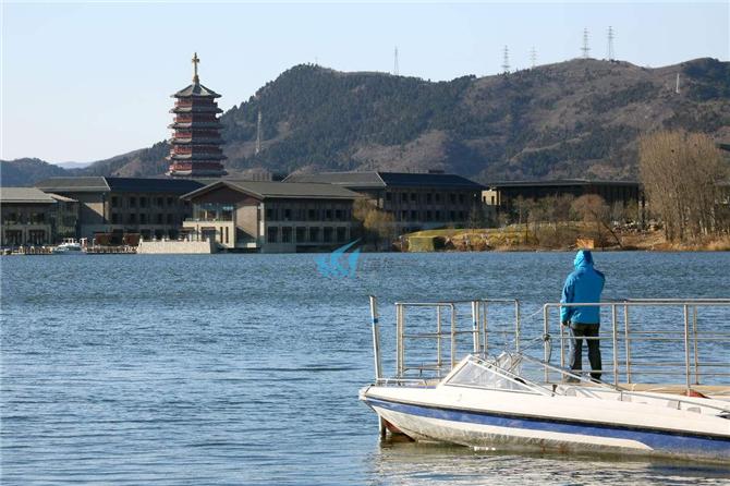 雁栖湖风景区位于北京市怀柔区怀北镇北部云蒙山西行麓,距怀柔