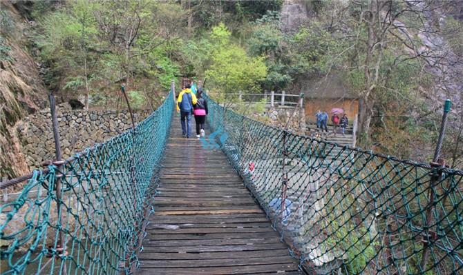 临安大明山风景区位于位于浙江省杭州市临安区西部顺溪镇.